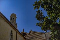 Kirchen-Ansicht von der Außenseite Die alte Kirche Die Steinkirche gegen den Himmel Stockbilder