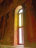 Kirchen-Fenster mit griechischen orthodoxen Ikonen, Griechenland Stockfotografie