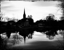 Kirchen-Reflexionen in Schwarzweiss Lizenzfreies Stockbild