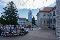 Kirchen- und Stapfer-Schulhaus bei Jugendfest Brugg Impressionen lizenzfreie stockfotografie