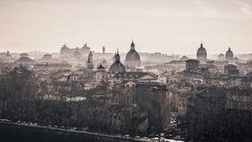 Kirchen von Rom an einem nebelhaften Morgen Lizenzfreie Stockfotografie