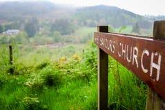 Kirchen-Zeichen bei Glendalough Irland stockfotografie