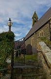 Kircheneingang, Rhoscolyn, Anglesey, Wales Stockbilder
