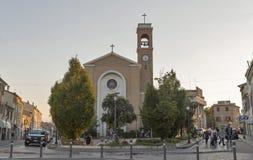 Kirchenfassade Sans Gaudenzo in Rimini, Italien Lizenzfreie Stockfotografie