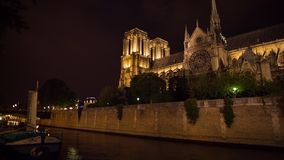 Kirchenkathedrale nightt Neigung Notre Dame de Paris und Wannenvideo stock video footage
