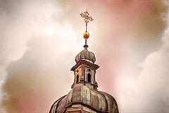 Kirchenkreuz vor dem Himmel Lizenzfreie Stockfotografie