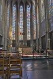 Kirchenschiff der gotischen Kirche Notre Dame du Sablon stockfotos