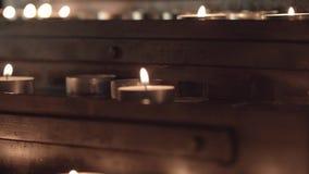 Kirchentabelle f?r Kerzen stock footage