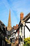 Kirchenweg und Kirche, Ledbury Stockbild