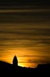 Kircheschattenbild im Sonnenuntergang Stockfotos