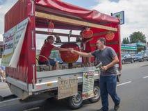 Kirchheimbolanden, Rheinland-Pfalz, Germany-06 23 2019: Parada do feriado em ruas da cidade alemão durante a semana do festival d imagens de stock