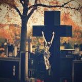 Kirchhof, Hintergrund für Halloween Das Symbol der Kreuzigung Stockbilder