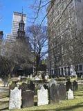 Kirchhof in im Stadtzentrum gelegenem Manhattan Lizenzfreies Stockfoto