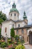 Kirchhof in Salzburg Stockfotos