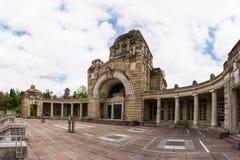Kirchhof Stuttgarts Deutschland Pragfriedhof Feierhalle-Architektur lizenzfreie stockfotos
