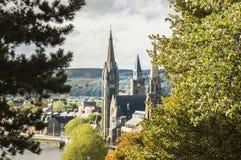 Kirchtürme in Inverness stockfotos