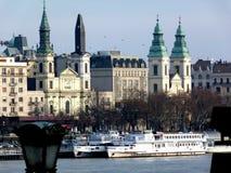 Kirchturm im Bau in Budapest lizenzfreie stockfotografie