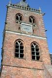 Kirchturm in Noordwolde netherlands lizenzfreie stockfotografie