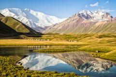 Kirghiz Epische Bergen royalty-vrije stock afbeelding