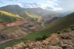 Kirgizistankolgruva Kara-Keche, Naryn landskap Royaltyfria Bilder