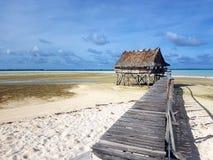 Kiribati woda Pokrywał strzechą budę Fotografia Stock