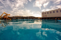 Kirillovka, Ουκρανία - 28 Αυγούστου 2016: Μεγάλη πισίνα στο ξενοδοχείο Στοκ Φωτογραφίες