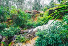 Kirirom Nationaal Park dat in de provinciekoninkrijk van Kompong spue van Kambodja de mooie waterval en de berg wordt gevestigd Stock Foto's