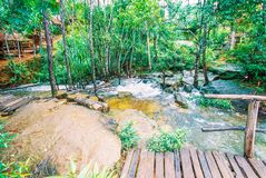 Kirirom Nationaal Park dat in de provinciekoninkrijk van Kompong spue van Kambodja de mooie waterval en de berg wordt gevestigd Royalty-vrije Stock Afbeelding