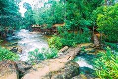 Kirirom park narodowy lokalizować w Kompong spue gubernialny królestwo Kambodża piękna góra i siklawa Obrazy Stock