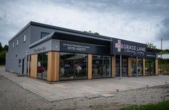Kirkbymoorside England - Juni 2019: Ny lokal för Grace Lane Vets royaltyfria foton