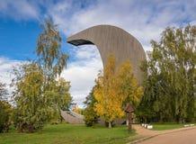 Kirkilai Seen und Betrachtung ragen nahe Birzai in Litauen hoch Lizenzfreie Stockfotos