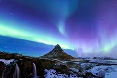 Kirkjufell和极光在冰岛 免版税库存图片