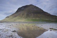 Kirkjufell-Berg in Grundarfjordur Stockfotos