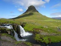 Kirkjufell det mest härliga berget i Island royaltyfria foton