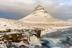 Kirkjufell góra w Snaefellsnes półwysepie przy zimą wat obrazy royalty free