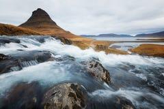 Kirkjufell in Island während des Herbstes Lizenzfreie Stockbilder