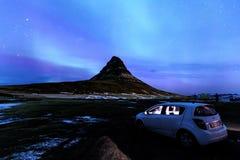 Kirkjufell och morgonrodnad i Island royaltyfri foto