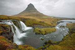 Kirkjufellsfoss en la península de Snaefellsnes Fotografía de archivo