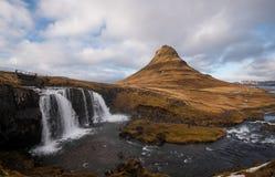 Kirkjufellsfoss-Wasserfälle Stockbilder