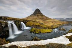 Kirkjufellsfoss-Wasserfalllandschaft in Island Stockfotos
