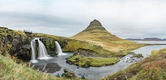 Kirkjufellsfoss waterfall and Kirkjufell mountain Stock Photography