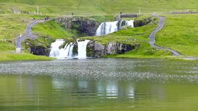 Kirkjufellsfosswaterval in de zomer van IJsland stock footage