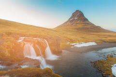 Kirkjufellvulkaan met waterval, IJsland Royalty-vrije Stock Fotografie
