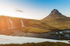 Kirkjufellvulkaan met waterval, IJsland Royalty-vrije Stock Foto's