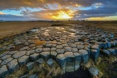 Kirkjugolf (plancher d'église) au lever de soleil, Islande Image stock