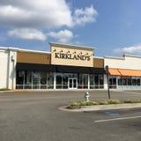 Kirkland' Einzelhandelsgeschäft- und Parkplatz s Stockfoto