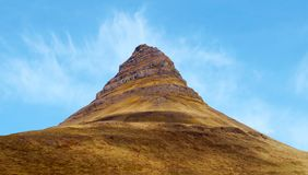 Kirkufell berg eller kyrkaberg på den Snaefellsnes halvön i Island royaltyfri bild