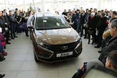 Kirov, Ρωσία, στις 26 Δεκεμβρίου 2015 - νέα ρωσική ΑΚΤΙΝΑ X Lada αυτοκινήτων κατά τη διάρκεια της παρουσίασης στις 14 Φεβρουαρίου Στοκ Φωτογραφίες