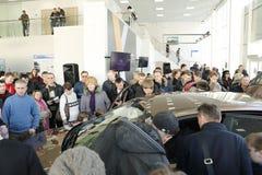 Kirov Ryssland, December 26, 2015 - ny rysk bilLada RÖNTGENSTRÅLE under presentationen 14 Februari 2016 i bilvisningslokalen av d Royaltyfri Bild