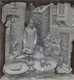 KIROVSK, RUSLAND - SEPTEMBER 13, 2015: Foto van Haut-reliëf van metaal het gieten op de voordeur met episoden van het leven van Stock Foto